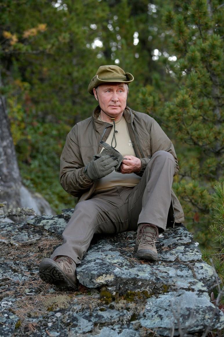 Những hình ảnh 'siêu hot' từ kỳ nghỉ của ông Putin ở Siberia được công bố