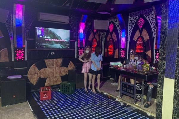 karaoke,quán hát,50 khách,tập tụ,hát karaoke