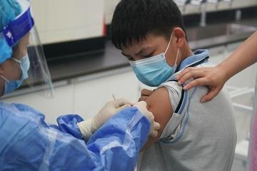 Nhiều quốc gia tăng tốc tiêm vắc xin Covid-19 cho trẻ em