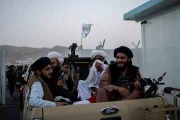 Taliban cấm người dân Afghanistan cạo râu và để kiểu tóc sành điệu