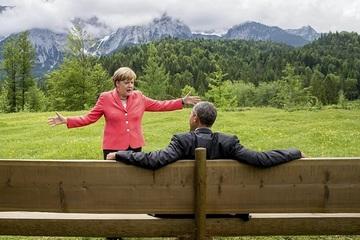Những khoảnh khắc mang tính biểu tượng của bà Merkel