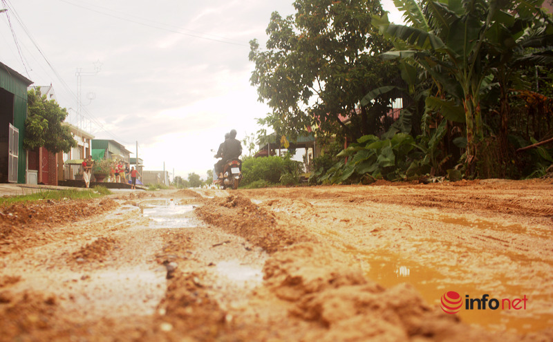 Cứu hộ cứu nạn,đường lầy lội,Yên Thành,Nghệ An,đường hỏng,mưa lớn