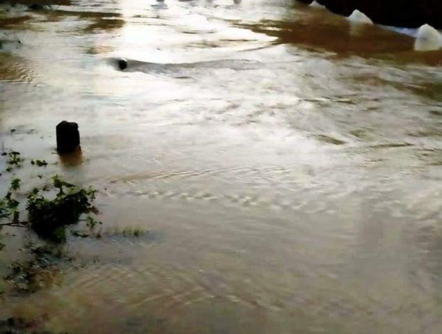 Người đàn ông đuối nước khi đi xe máy qua suối