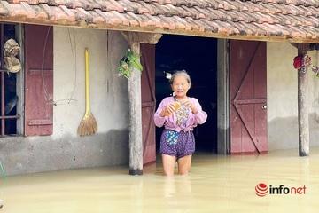 Nghệ An: Hàng ngàn nhà dân vẫn ngập sâu sau 3 ngày mưa lũ