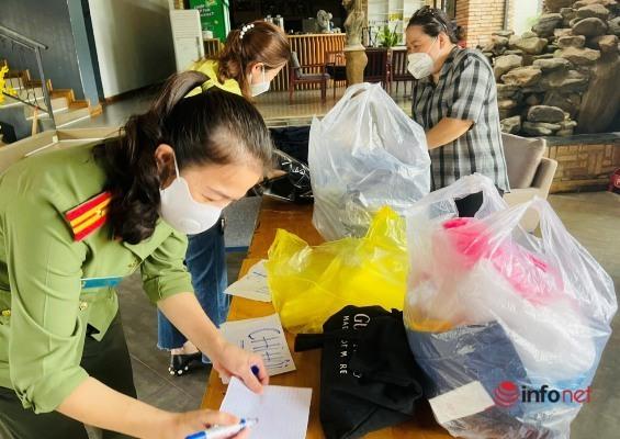 Trường học phố núi sẻ chia với học sinh vùng khó khăn qua hàng ngàn cuốn sách, tập vở