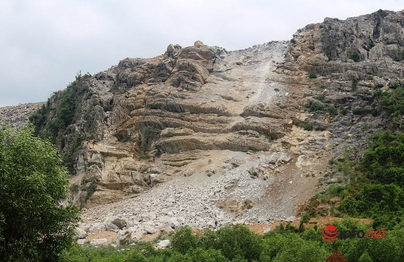 Nhà dân 'há miệng' bên mỏ đá xi măng: Tối đa 1 tấn thuốc nổ thay vì 5 tấn như cũ