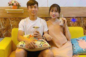 Phan Văn Đức 'khoe' vợ mang bầu lần 2, tiện thể khoe luôn cả tên bé cưng