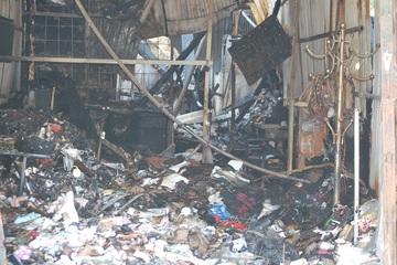 Cháy lớn ở chợ Vĩnh Hưng lúc nửa đêm, 4 ki ốt bị lửa thiêu rụi