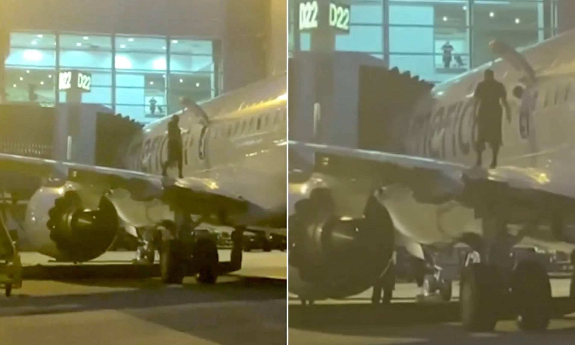 Hành khách ngỗ ngược tự mở cửa thoát hiểm đi lại trên cánh máy bay
