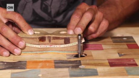 Thợ mộc Nam Phi biến ván trượt thành kính râm