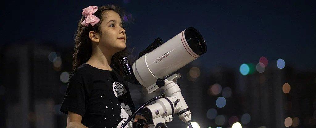 8 tuổi, bé gái Brazil 'nhà thiên văn học nhỏ tuổi nhất thế giới' tìm thấy 18 tiểu hành tinh