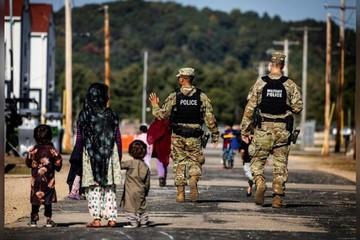 Hơn 700 người tị nạn Afghanistan trốn khỏi căn cứ quân sự Mỹ sau khi được sơ tán