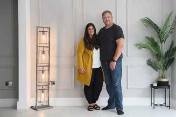 Trúng xổ số hơn 1 triệu USD, cặp đôi lập tức kết hôn sau vài năm sống chung