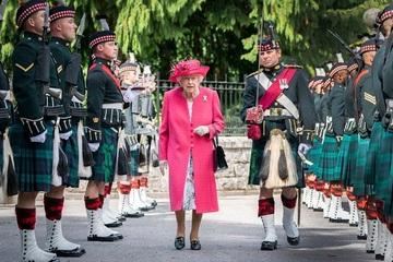 Cựu đầu bếp Hoàng gia Anh hé lộ sở thích ăn uống 'nghiêm ngặt' của Nữ hoàng Elizabeth II