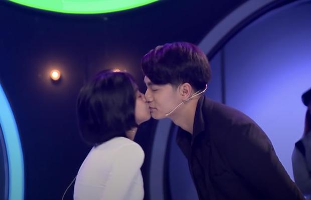 'Soái ca' hôn cô gái rồi thẳng thừng từ chối: Gameshow hẹn hò có đáng tin?