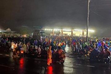 Gần 10.000 bà con từ miền Nam về tới Tây Nguyên trong đêm, CSGT dẫn đường về từng tỉnh