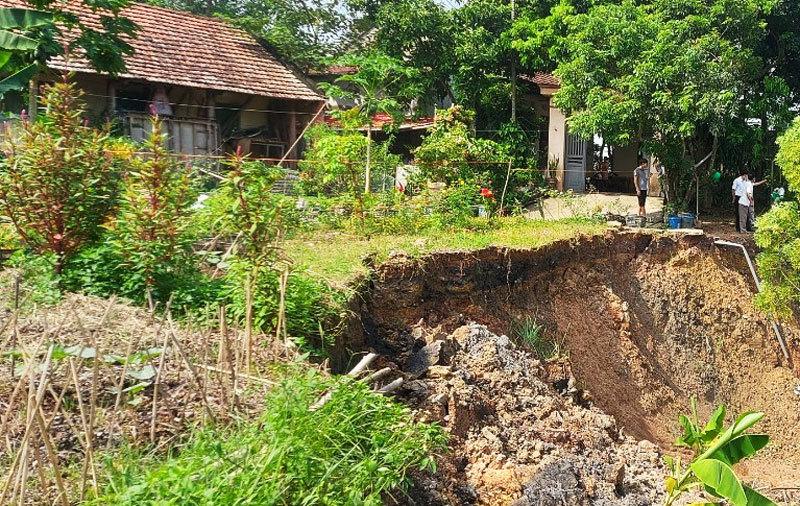 Kiểm tra sự cố sạt lở đê điều ở Hà Nội, chủ động phương án bảo vệ người dân trước mùa mưa bão