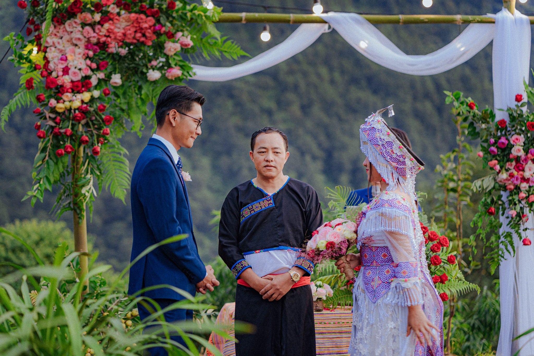 Đám cưới 'siêu lãng mạn' giữa mây trời Tây Bắc của cô dâu H'Mông và chú rể Sài thành