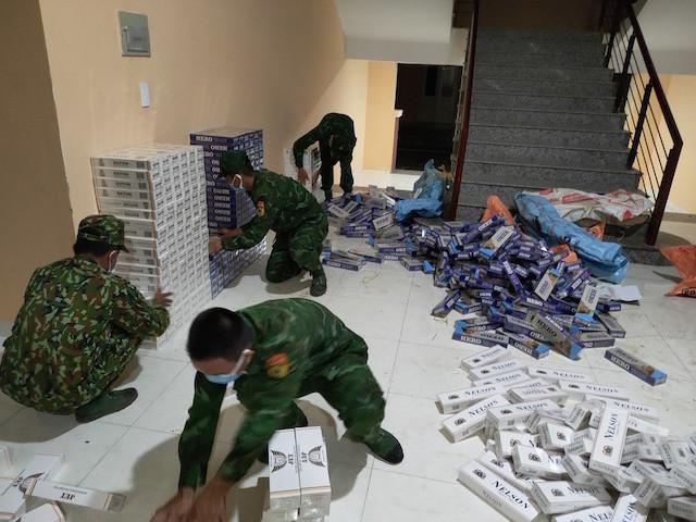 Bắt giữ hàng ngàn bao thuốc lá lậu ở biên giới tỉnh An Giang