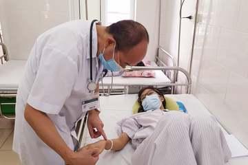 Ngại đến viện vì dịch Covid-19, nhiều người mắc sốt xuất huyết chuyển nặng tràn dịch ổ bụng, tụt tiểu cầu