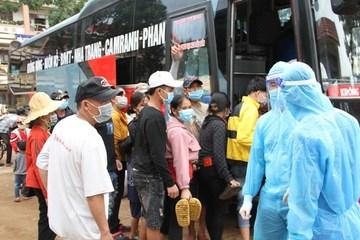 Chính quyền và người dân Đắk Lắk 'tiếp sức' cho hàng ngàn người về quê
