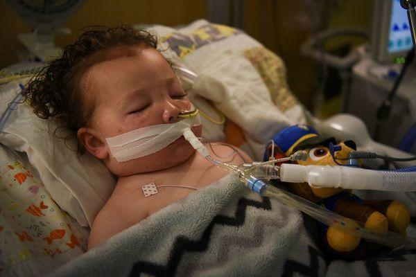 Số trẻ em ở Mỹ mắc Covid-19 vẫn ở mức cao