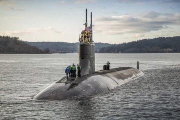 Tàu ngầm Mỹ bị hư hại, nhiều người bị thương do va phải vật thể lạ ở Biển Đông