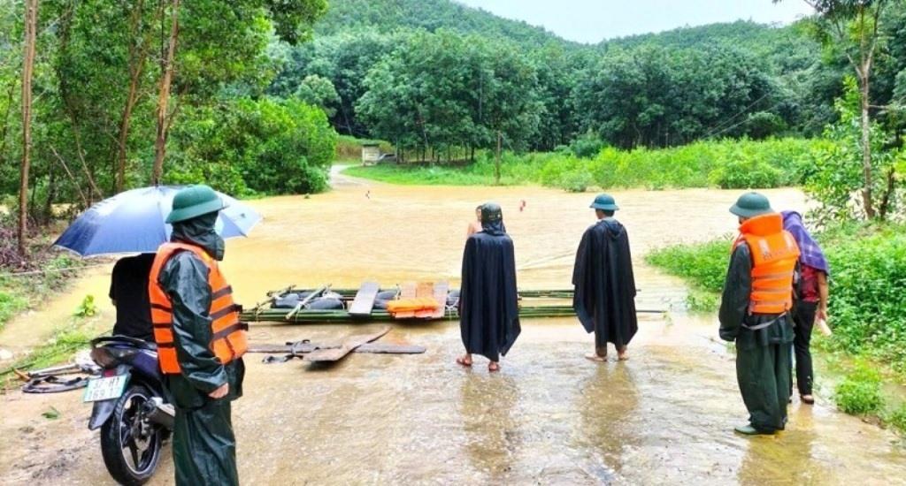 Bão số 8 gió giật cấp 13 di chuyển rất nhanh, Thanh Hóa - Quảng Bình mưa rất to từ chiều mai