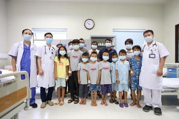 08 trẻ ngộ độc quả hồng châu được ra viện