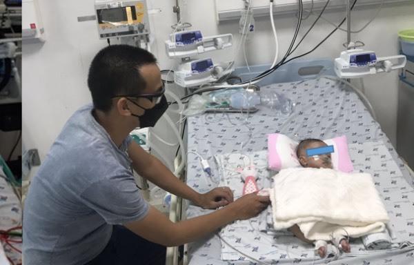 'Chạy đua với tử thần' cứu bé 3 tháng tuổi nguy kịch bị tim, nhiễm Covid-19, bác sĩ lưu ý đặc biệt cha mẹ thời bình thường mới