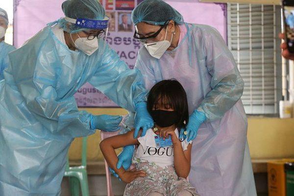 Gần 95% trẻ từ 6 - 12 tuổi tiêm vắc xin Covid-19 mũi 1, Campuchia đẩy nhanh tiêm mũi 2