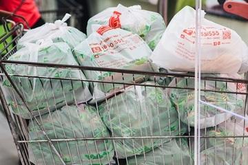 Giám sát, xử lý các siêu thị, cửa hàng cung cấp miễn phí túi ni lông