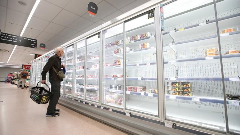 Khủng hoảng nguồn cung, các kệ hàng trống rỗng khiến hàng triệu người Anh gặp khó