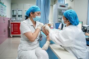 Trung Quốc đang tiêm mũi 3 vắc xin Covid-19 cho những đối tượng nào?