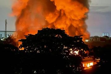 Cháy kho vải rộng gần 2.000m2 trong đêm, thiệt hại tiền tỷ