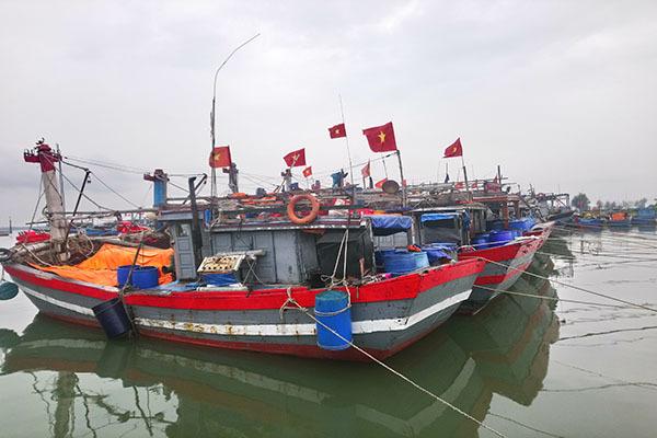 Thừa Thiên Huế cảnh báo các vị trí nguy cơ trượt sạt lở, tiếp tục cấm ngư dân đi biển trước khi bão số 8 đổ bộ