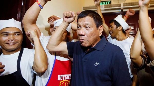 Tổng thống Philippines tìm ra cách đối phó với người từ chối tiêm vắc xin Covid-19