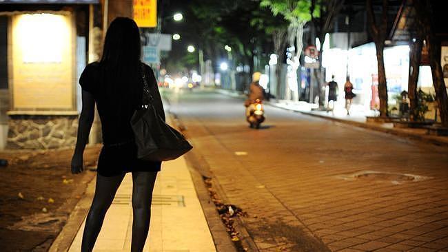 Ninh Bình: 2 ma cô điều cả cô gái 14 tuổi phục vụ 'khách làng chơi'