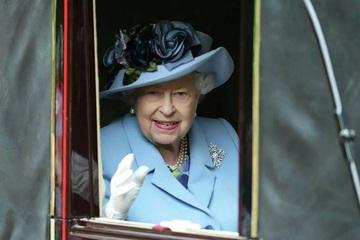 Nữ hoàng Anh xuất hiện trước công chúng với 'dấu hiệu lạ'