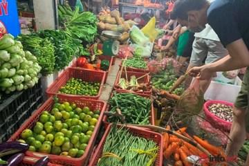 Không chỉ ở Hà Nội, giá rau xanh ở nhiều nơi cũng tăng chóng mặt