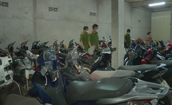 Tạm giữ 23 xe máy không chính chủ ở tiệm cầm đồ