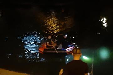 Tìm kiếm người phụ nữ nghi nhảy sông Tô Lịch tự tử, cả đêm chưa thấy