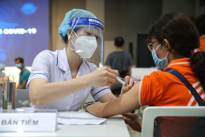Học sinh 12-17 tuổi tiêm đủ 2 mũi vắc xin trong quý 4, Hà Nội chưa có lộ trình mở cửa trường học