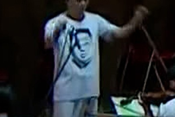Chiếc áo phông in hình ông Kim Jong-un hiếm hoi xuất hiện ở Triều Tiên