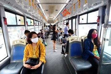 Từ 14/10, taxi, xe buýt tại Hà Nội được hoạt động lại, nhà hàng ăn uống được phục vụ khách tại chỗ
