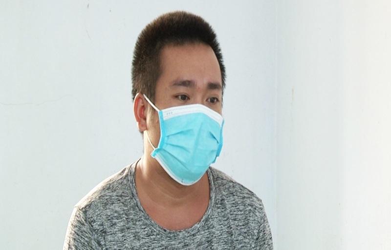 'Con nghiện' say rượu cầm dao chém công an viên nhập viện