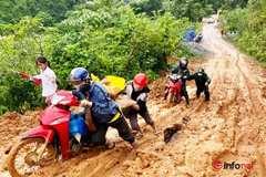 QL 1A sụt lún, sạt lở đất đá chia cắt đường giao thông huyện miền núi Nghệ An