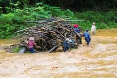 Nghệ An: Đi vớt củi, 2 bố con bị nước cuốn tử vong