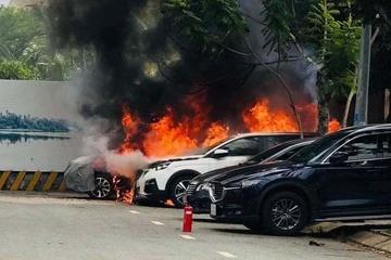 Tưới xăng đốt ô tô sếp của vợ vì nghi ngờ hai người ngoại tình