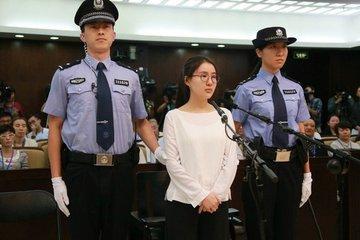 Vết trượt dài của hotgirl Trung Quốc nổi tiếng một thời